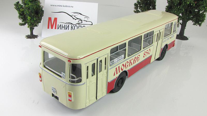 """1:43 Автобус городской Ликинский-677М """"Москве 850"""" (Vector-models) Масштабная коллекционная модель"""