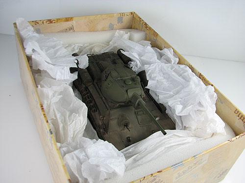 пластиковой модели танка