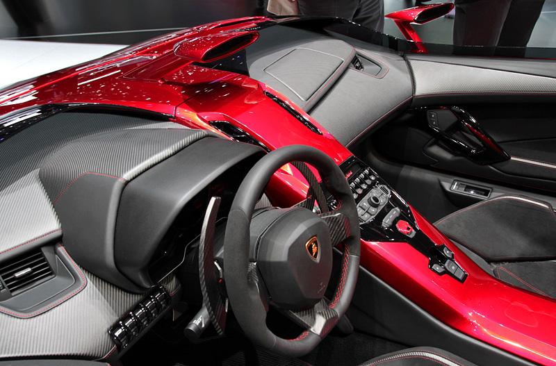 Суперкар Lamborghini Aventador J