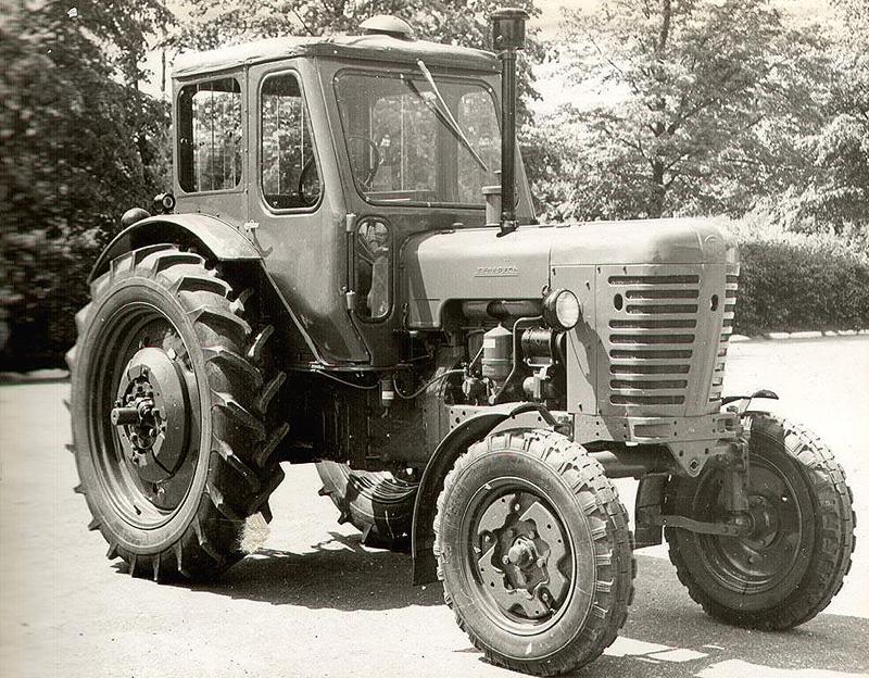 Масштабная модель трактора мтз 82 ua.